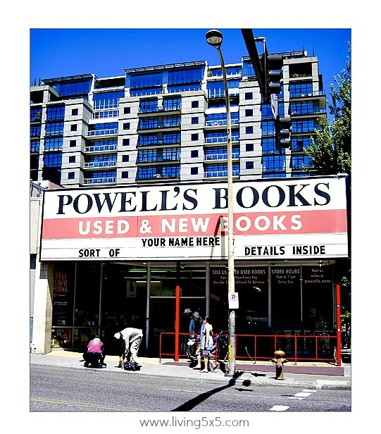 Portland Oregon Powells Bookstore is the largest independent bookstore in the United States. See how I easily I almost got lost in aisles of books.